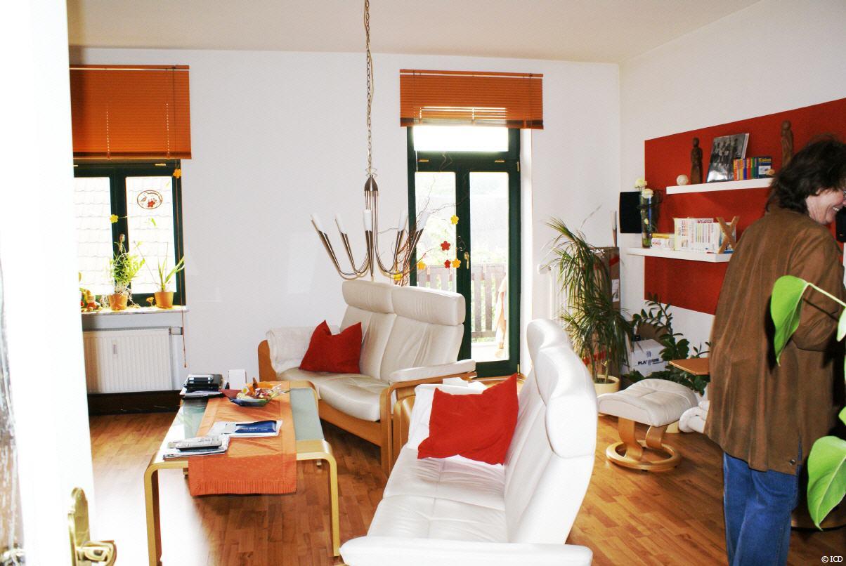 dd briesnitz 2 zimmer wohnung mit balkon. Black Bedroom Furniture Sets. Home Design Ideas